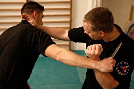 Technique de SMA self-défense sur attaque au couteau